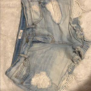 Brand-Mudd: Faded jean shorts